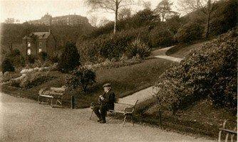 Scene_of_Cwmdonkin_Park_1